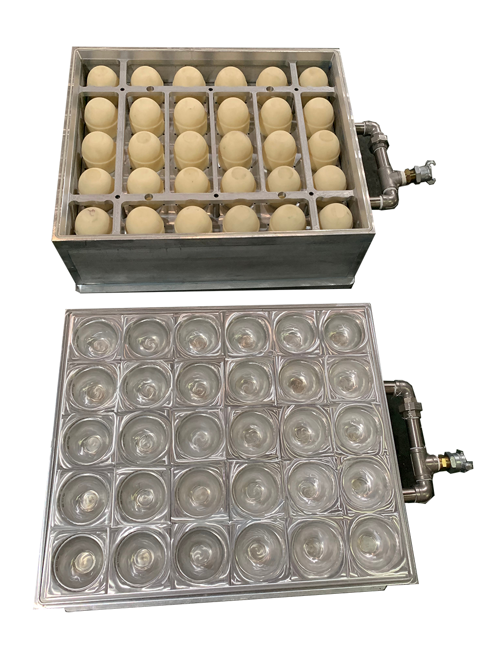 Positive and negative pressure thermoforming mold